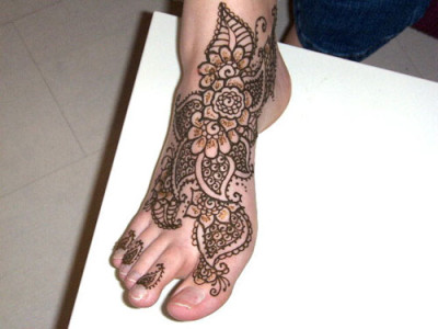 Beautiful Mehndi Designs for Feet