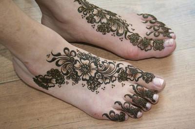 Beautiful Mehndi Designs for Feet